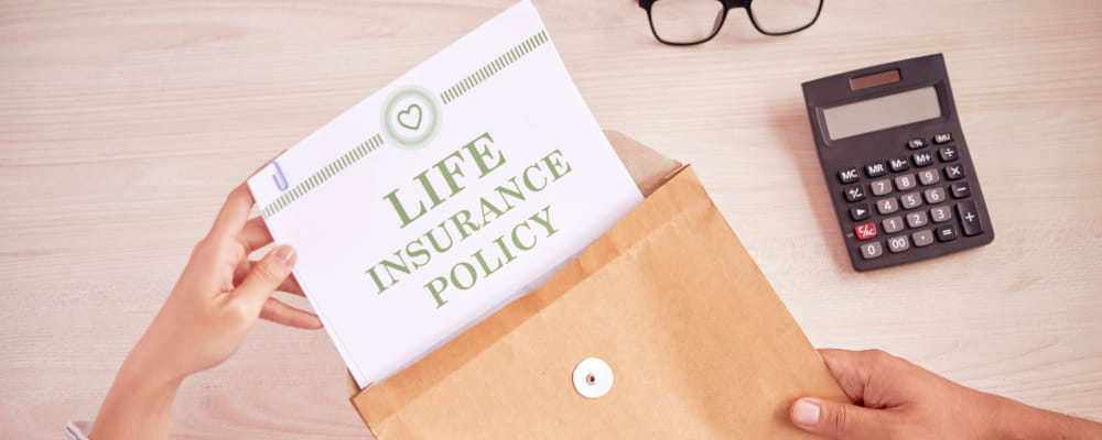 People with contract of life insurance.